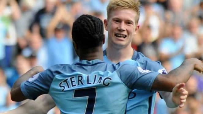 Dua pemain Manchester City, Raheem Sterling dan Kevin De Bruyne