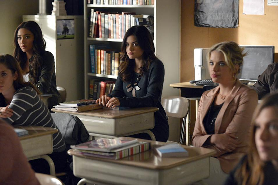 """Pretty Little Liars"" -- ""A dAngerous gAme"" SHAY MITCHELL, LUCY HALE, ASHLEY BENSON"