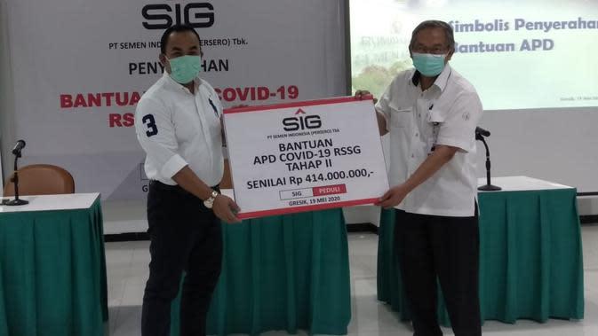 Semen Indonesia Serahkan APD Senilai Rp 414 Juta ke RS Semen Gresik