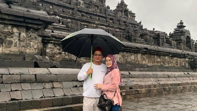 Perempuan empat orang anak itu mengungkapkan, bahwa tidak terasa pernikahannya dengan Wakil Walikota Palu tersebut sudah berjalan sembilan tahun. (Instagram/adeliapasha)
