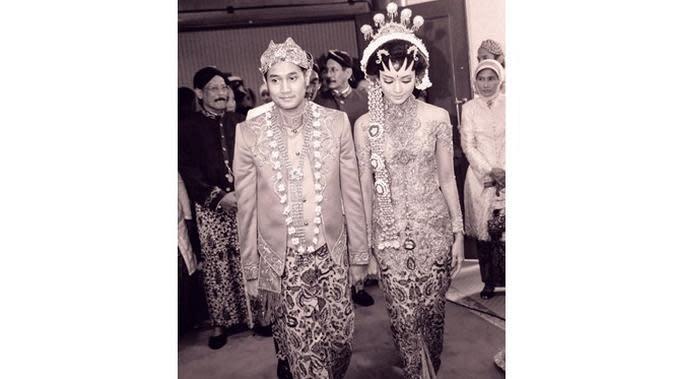 Diisukan Rumah Tangga Retak, Ini 6 Potret Mesra Ririn Dwi Ariyanti dan Aldi Bragi (sumber: Instagram.com/aldi4bragi)