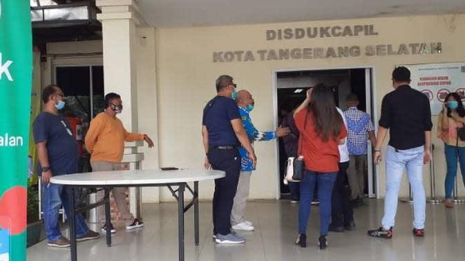 Pemerintah Kota (Pemkot) Tangerang Selatan (Tangsel) menggunakan layanan GoSend dari Gojek untuk pengurusan dokumen kependudukan. Dok: Gojek