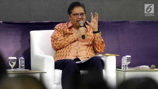 Ketua Umum Partai Golkar Airlangga Hartarto memberikan paparan dalam acara Dialog Refleksi Akhir Masa Jabatan Anggota MPR, DPR, dan DPD RI di Kompleks Parlemen, Jakarta, Selasa (10/9/2019). Dialog membahas capaian kinerja DPR, MPR, dan DPD periode 2014-2019. (Liputan6.com/JohanTallo)