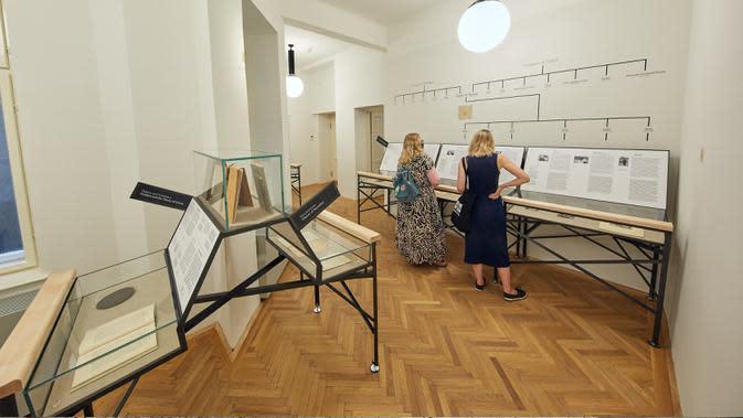Orang-orang mengunjungi Museum Sigmund Freud di Wina, Austria, pada 29 Agustus 2020. Museum Sigmund Freud di Wina dibuka kembali untuk pengunjung pada Sabtu (29/8) setelah menjalani proses renovasi dan rekonstruksi selama 18 bulan. (Xinhua/Georges Schneider)