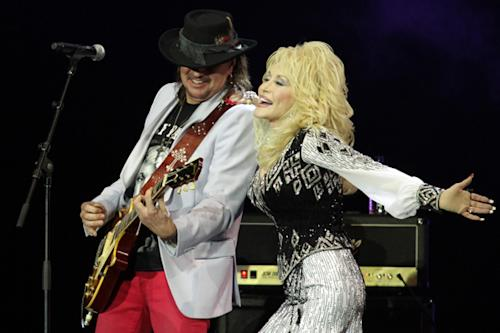Dolly Parton's Glastonbury Set Includes Mud, 'Fire' and Richie Sambora