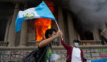 縱火焚燒國會! 瓜地馬拉引爆大型示威 副手籲總統一起下台