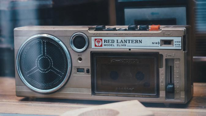 Tape Player (Photo by 蔡 世宏 on Unsplash)