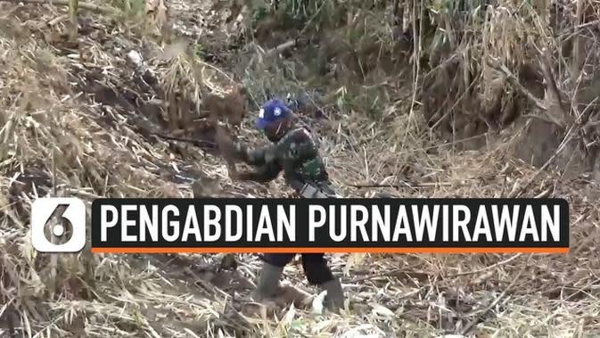 VIDEO: Prihatin Kondisi Jalan Warga, Seorang Purnawirawan TNI Bangun Jalan Sendirian