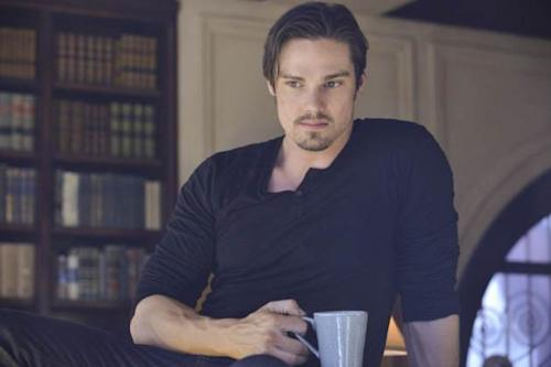 Jay Ryan as Vincent in the 'Never Turn Back' episode of 'Beauty and The Beast' -- The CW