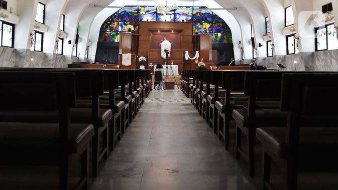 MISA KENAIKAN YESUS KRISTUS: Suasana ibadah Misa Kenaikan Yesus Kristus di GPIB Effatha, Jakarta, Kamis, (21/5/2020). Di tengah wabah Covid-19, ibadah Misa Kenaikan Yesus di gereja tersebut ditiadakan dan diganti dengan menggunakan layanan