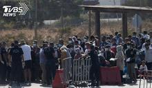 直擊海上人球難民! 希臘拒登岸還洗劫財物