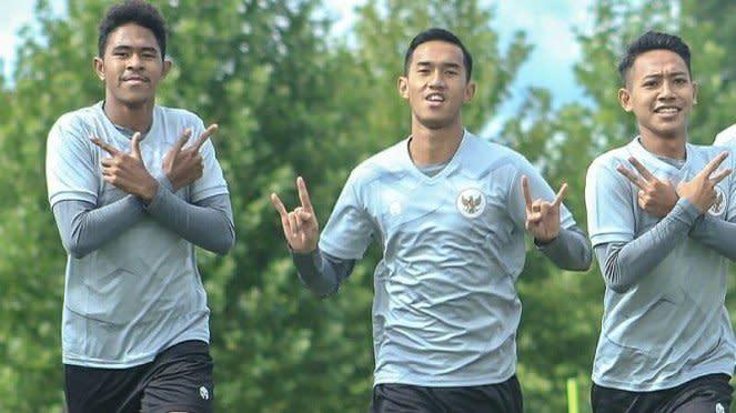 Pemain Timnas Indonesia U-19, Braif Fatari (kiri)