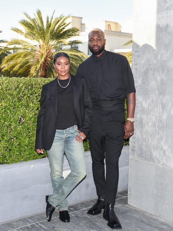 Di acara tersebut hadir juga Gabrielle Union dan Dwayne Wade yang memilih dengan black outfitnya. Penampilannya yang simple namun terlihat elegan. Terlebih sama dengan artis lainnya, mereka juga memakai koleksi Fear of God Exclusively for Ermenegildo Zegna. (FOTO:Owen Kolasinski/BFA.com)
