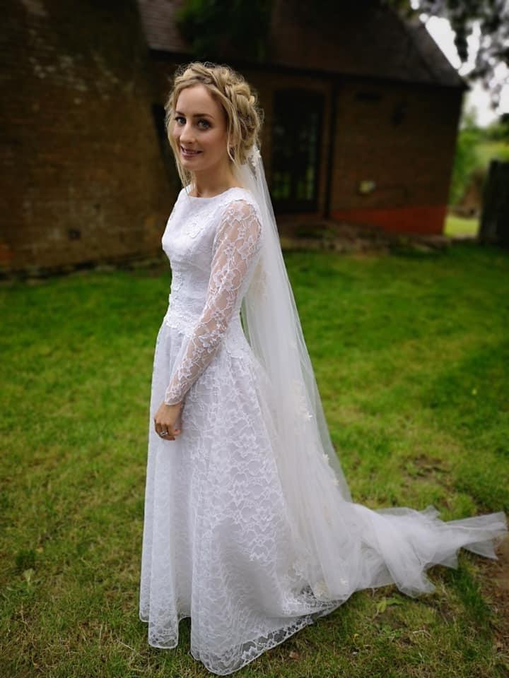 Second Hand Wedding Dresses.Bride Finds Second Hand 60 Wedding Dress In Thrift Store
