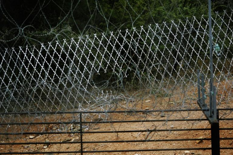 South Africa says it will fix the damaged fence at its Beit Bridge border post with Zimbabwe to help prevent the spread of coronavirus
