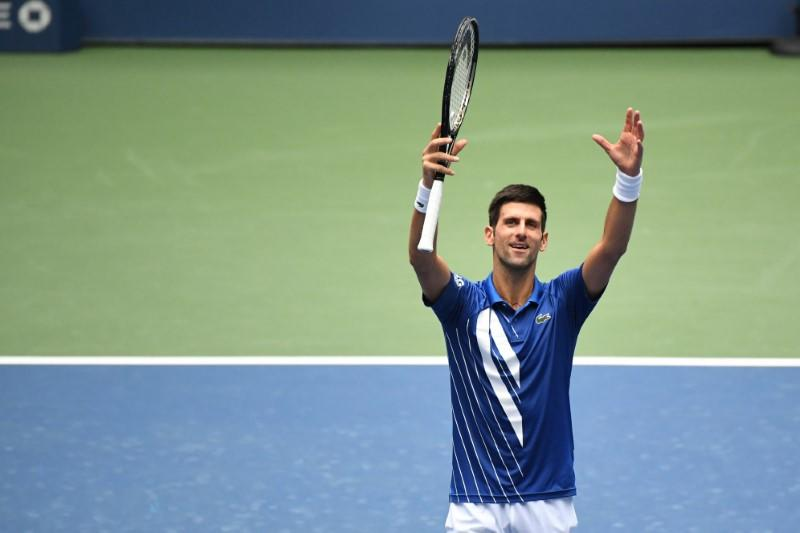 Djokovic overcomes slow start to extend win streak