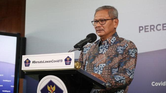 Juru Bicara Penanganan Covid-19 Achmad Yurianto memberikan orang-orang yang terinfeksi Virus Corona penyebab COVID-19 saat konferensi pers di Graha BNPB, Jakarta pada Selasa (28/4/2020). (Dok Badan Nasional Penanggulangan Bencana/BNPB)