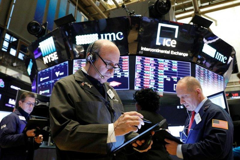 Wall Street dibuka hampir datar saat laporan laba dan data ekonomi AS