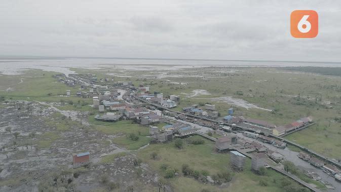 Desa Muara Enggelam langsung menghadap ke Danau Melintang.