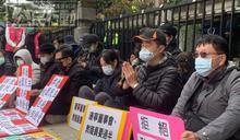 康寧大學推選董事 教育部突襲開會 師生靜坐抗議