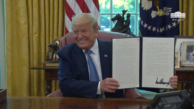 Presiden AS Donald Trump saat mengumumkan Bendera Space Force. Dok: Gedung Putih