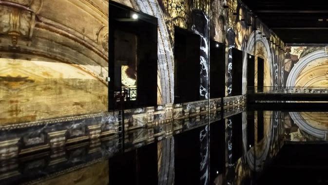 Bassins de Lumières, galeri seni digital hasil pugaran kapal selam bekas perang dunia II. (dok. Instagram @bassinsdelumieres/https://www.instagram.com/p/CBGXbhblU30/)