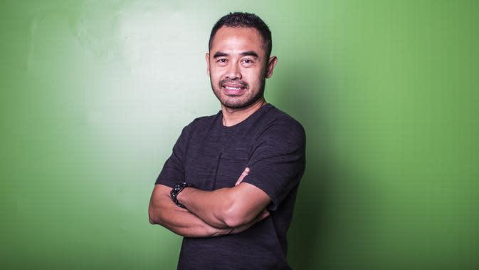 Mantan pemain Timnas Indonesia, Ponaryo Astaman, saat hadir pada Indonesian Soccer Awards 2019 di Studio Indosiar, Jakarta, Jumat (10/12). Acara ini diadakan oleh Indosiar bersama APPI. (Bola.com/Yoppy Renato)