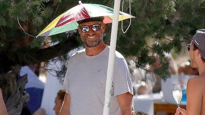 Pelatih Liverpool Jurgen Klopp Liburan di Ibiza. (dok.Twitter @stehoare/https://twitter.com/stehoare/status/881804975415971840/Henry)