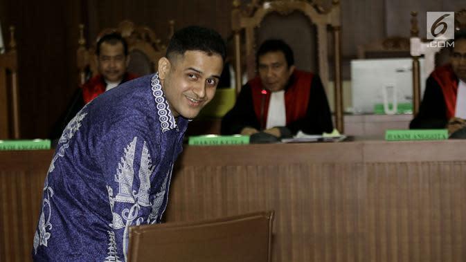 Nazaruddin jelang memberi kesaksian untuk Choel Mallarangeng di Pengadilan Tipikor, Jakarta, Senin (29/5). Nazaruddin menjelaskan pembangunan wisma atlet ditangani Grup Permai sejak 2009. (Liputan6.com/Helmi Afandi)