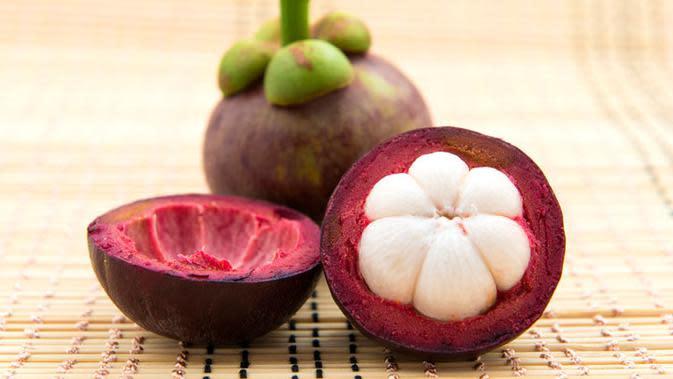 Jangan sampai nggak tahu khasiat buah manggis yang bisa kabulkan mimpi para cewek ini, ya! (Sumber Foto: iStock/momjunction.com)