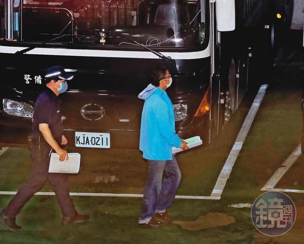 趙正宇國會辦公室主任林家騏(右)一肩扛下罪責,堅稱他假借立委名義詐財,遭法官裁定收押禁見。