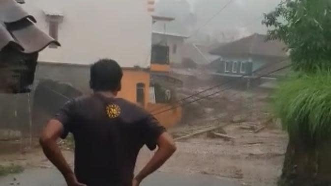 Satu Rumah Hanyut, Ini Penyebab Banjir Bandang di Cicurug Sukabumi