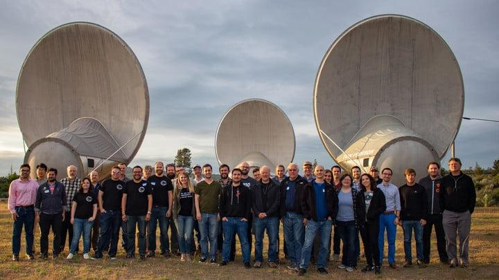 Hackathon group in front of ATA dishes
