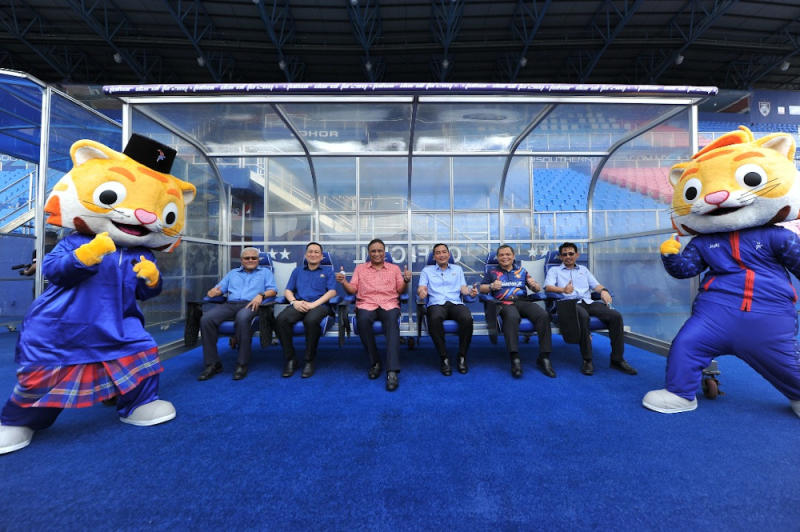 Youth and Sports Minister Datuk Seri Reezal Merican Naina Merican (third from left) gives the thumbs up after visiting several venues for Sukma XX in Johor July 7, 2020. — Picture courtesy of the Sukma XX Johor secretariat