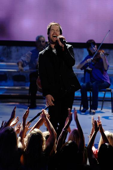 David Cook performs as one of the top 3 on the 7th season of American Idol.