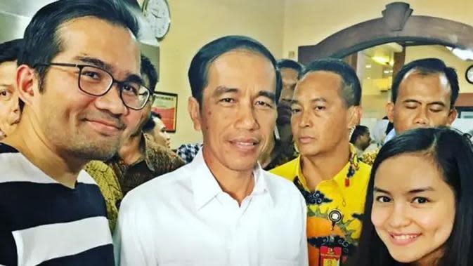 Selain merasakan ingin makan sesuatu, Intan Nuraini sempat ngidam ingin foto bareng Presiden Jokowi. Melalui akun instagramnya Januari 2016, ia menceritakan rela menembus barikade Paspampres untuk bisa foto bareng Jokowi. (Instagram/intan_nuraini23)