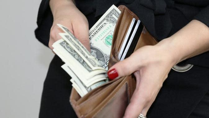 Ilustrasi uang. Sumber foto: unsplash.com/Sabine Peters.