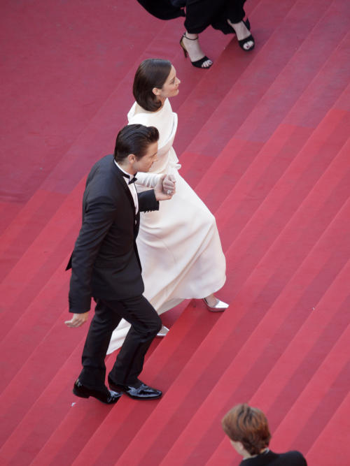 Actress Marion Cotillard, right, and actor Jeremy Renner arrive for the screening of The Immigrant at the 66th international film festival, in Cannes, southern France, Friday, May 24, 2013. (AP Photo/Virginia Mayo, Pool)