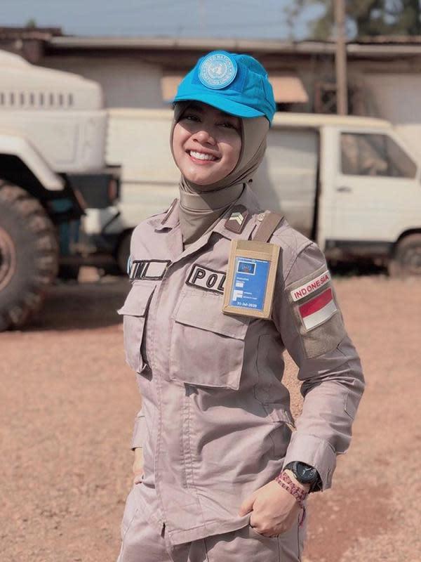 Potret Hikma Nur Syafa atau akrab disebut Briptu Imah saat kenakan seragam kepolisian, berkharisma banget! (Liputan6.com/IG/hikmanursyaa)