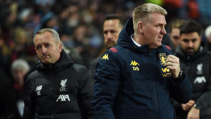 Manajer Liverpool U-23, Neil Critchley (kiri), dan manajer Aston Villa, Dean Smith, saat laga perempat final Piala Carabao di Villa Park, Rabu dini hari WIB (18/12/2019). (AFP/Paul Ellis)