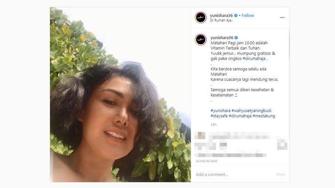 Yuni Shara saat berjemur di rumah aja. (dok. Instagram @yunishara36/https://www.instagram.com/p/B-BSJUxJxks/?hl=en/Putu Elmira)
