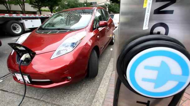 GE blames Nissan for trouble with Nissan Leaf chargers: Motoramic Dash