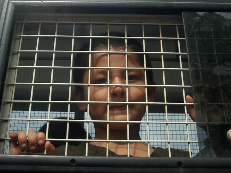中共構築巨大牢籠 關押迫害百萬穆斯林