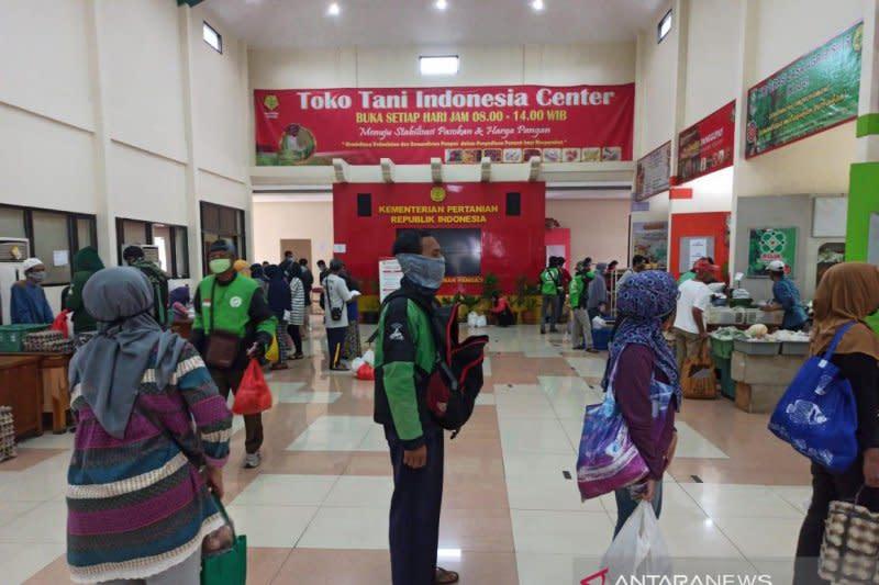 Hari ketiga Ramadhan, pengunjung toko tani Kementan terus meningkat