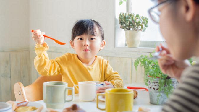 Berikan makanan sehat untuk anak