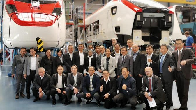 Kerja sama antara PT INKA (Persero) dan PT Kereta Api Indonesia (Persero) dengan Perusahaan produsen kereta api Swiss Stadler Rail. Dok Kementerian BUMN