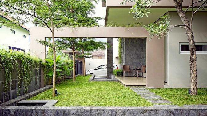 Taman minimalis yang juga terlihat megah karya Hbarsitekplus. (dok. Arsitag.com)