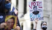 抗議大法官人選 美國逾10萬女性走上街頭嗆聲