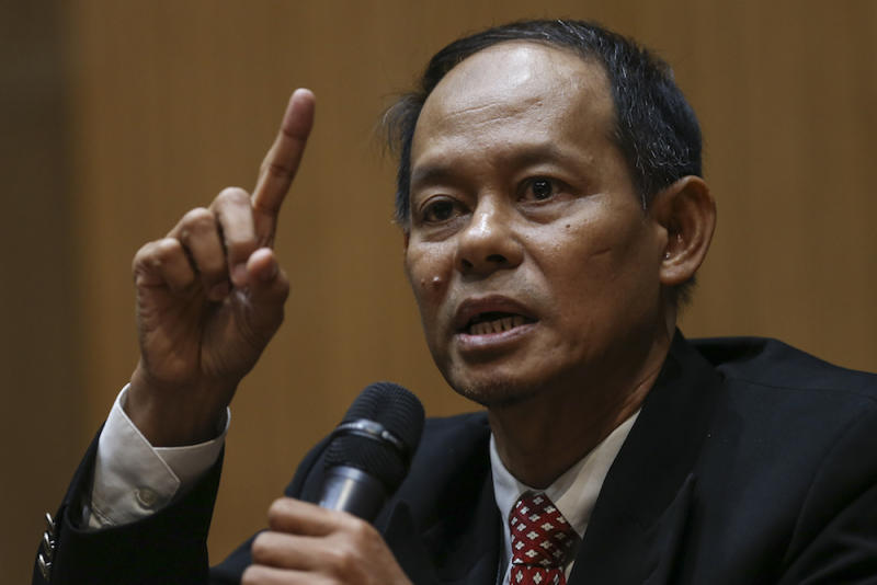 Former MACC chief commissioner Datuk Seri Shukri Abdull said that if the account in question was indeed unfrozen, it was not on his orders. — Picture by Azneal Ishak