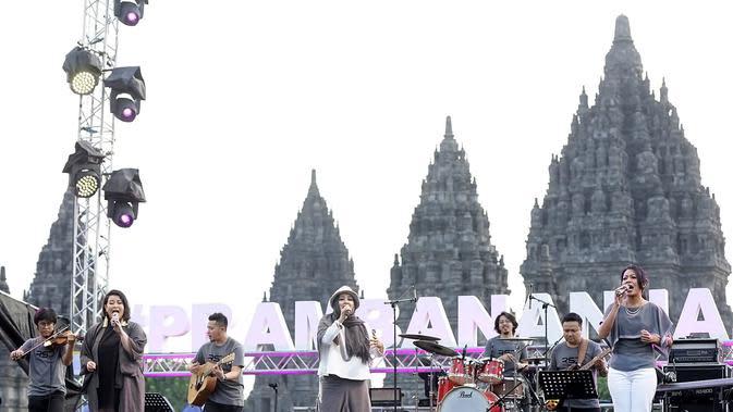 Rida Sita Dewi di Prambanan Jazz Festival 2019 (Bambang E Ros/Fimela.com)